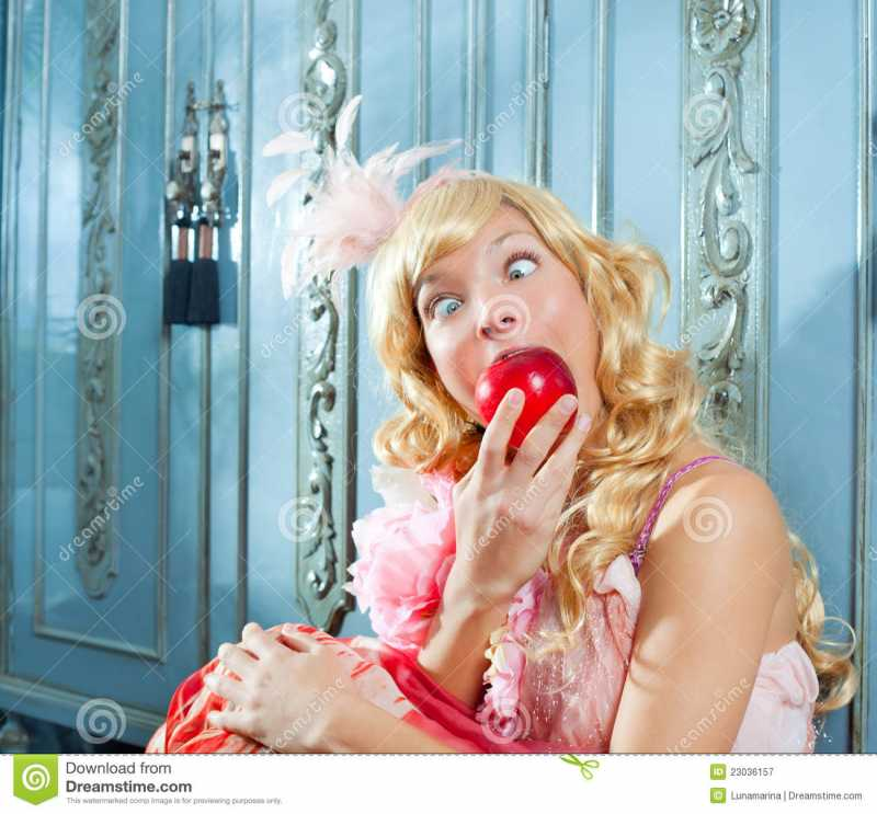 blond-fashion-princess-eating-apple-23036157.jpg