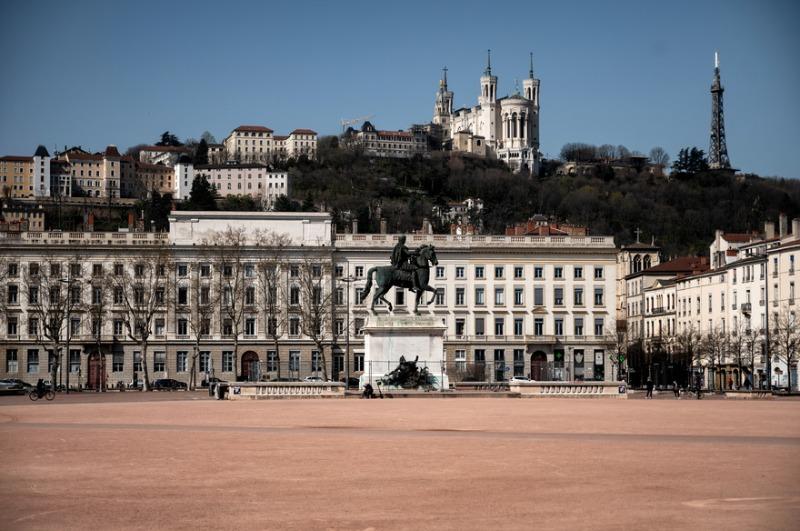 7800280187_la-ville-de-lyon-confinee-illustration.jpg